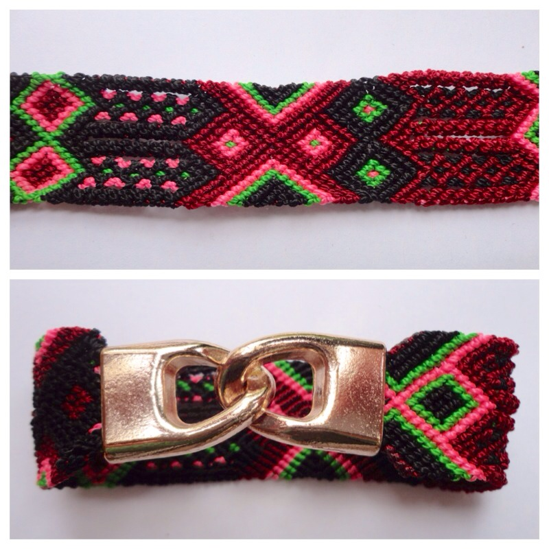 JEWELRY & ACCESORIES / Small Mexican friendship bracelet with golden hooks clasp - Style SH0005