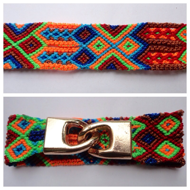 New Items / Small Mexican friendship bracelet with golden hooks clasp - Style SH0006 / Unique hand woven bracelets that reflect the colorful mexican culture while keeping it chic. From the beach, to the bar, from the mountain, to the club, these bohemian art pieces are right for every occasion.