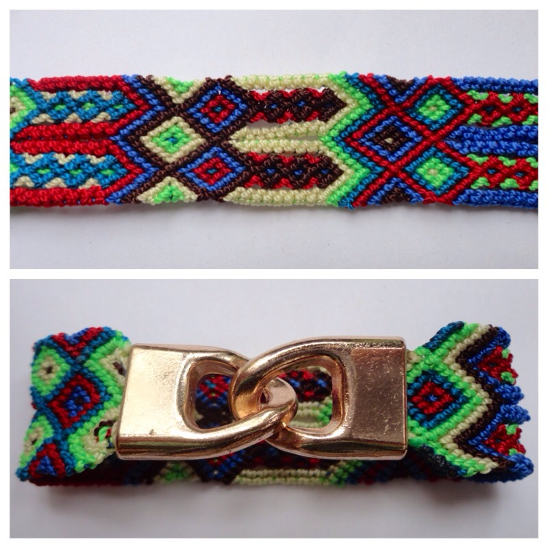 JEWELRY AND ACCESORIES / Small Mexican friendship bracelet with golden hooks clasp - Style SH0011 / Unique hand woven bracelets that reflect the colorful mexican culture while keeping it chic. From the beach, to the bar, from the mountain, to the club, these bohemian art pieces are right for every occasion.
